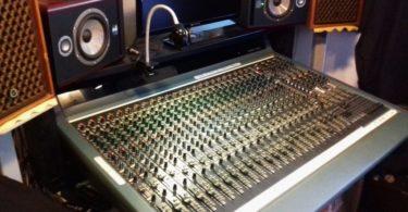 Table de mixage Alesis